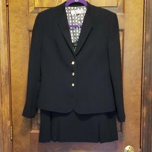 Navy Tahari skirt suit